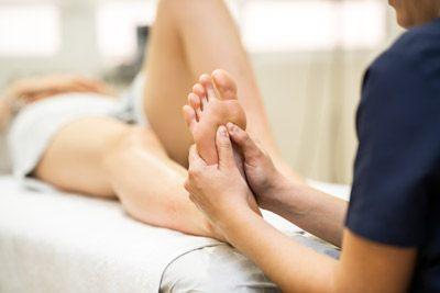 Masaje en las piernas para mejorar la circulación